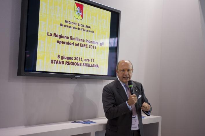 L'Assessore per l'Economia Gaetano Armao durante il suo intervento all'incontro della Regione con gli operatori di EIRE