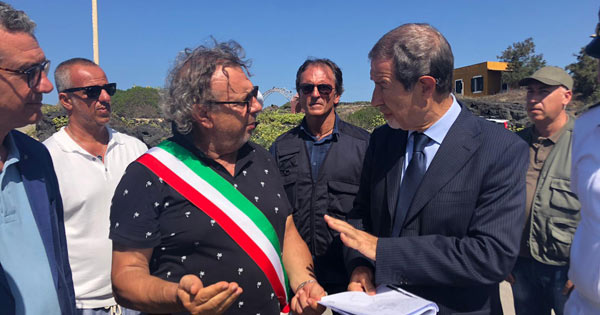 ISOLE MINORI - Musumeci a Linosa, sei milioni per il porto