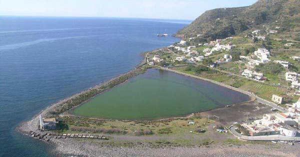 DISSESTO IDROGEOLOGICO - Santa Maria Salina, lavori al laghetto di Punta Lingua