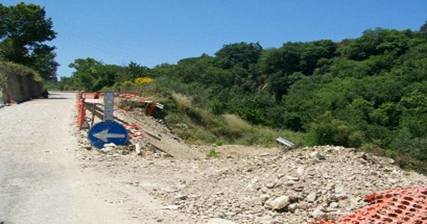 DISSESTO IDROGEOLOGICO - Naso, si ricostruisce la strada di contrada Maina