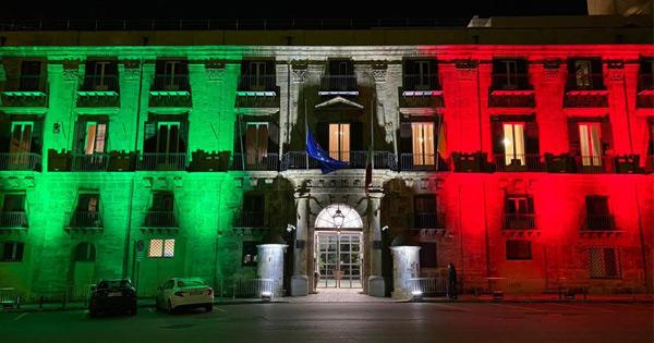 CORONAVIRUS - Il Tricolore sulla facciata di Palazzo Orleans