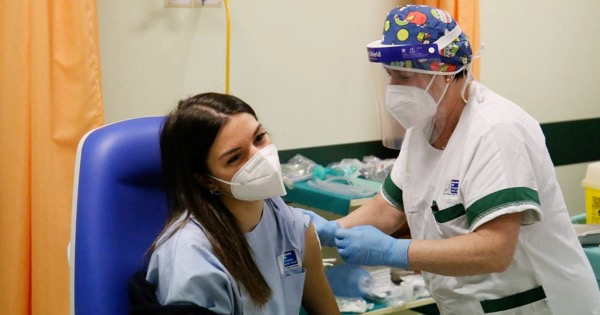 COVID - In Sicilia già effettuati oltre 18 mila vaccini