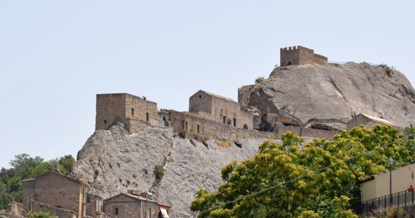 DISSESTO IDROGEOLOGICO - Sperlinga, si consolida la rupe del castello