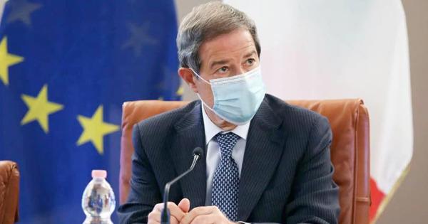 Covid, appello di Musumeci per i vaccini: Non può vincere la paura