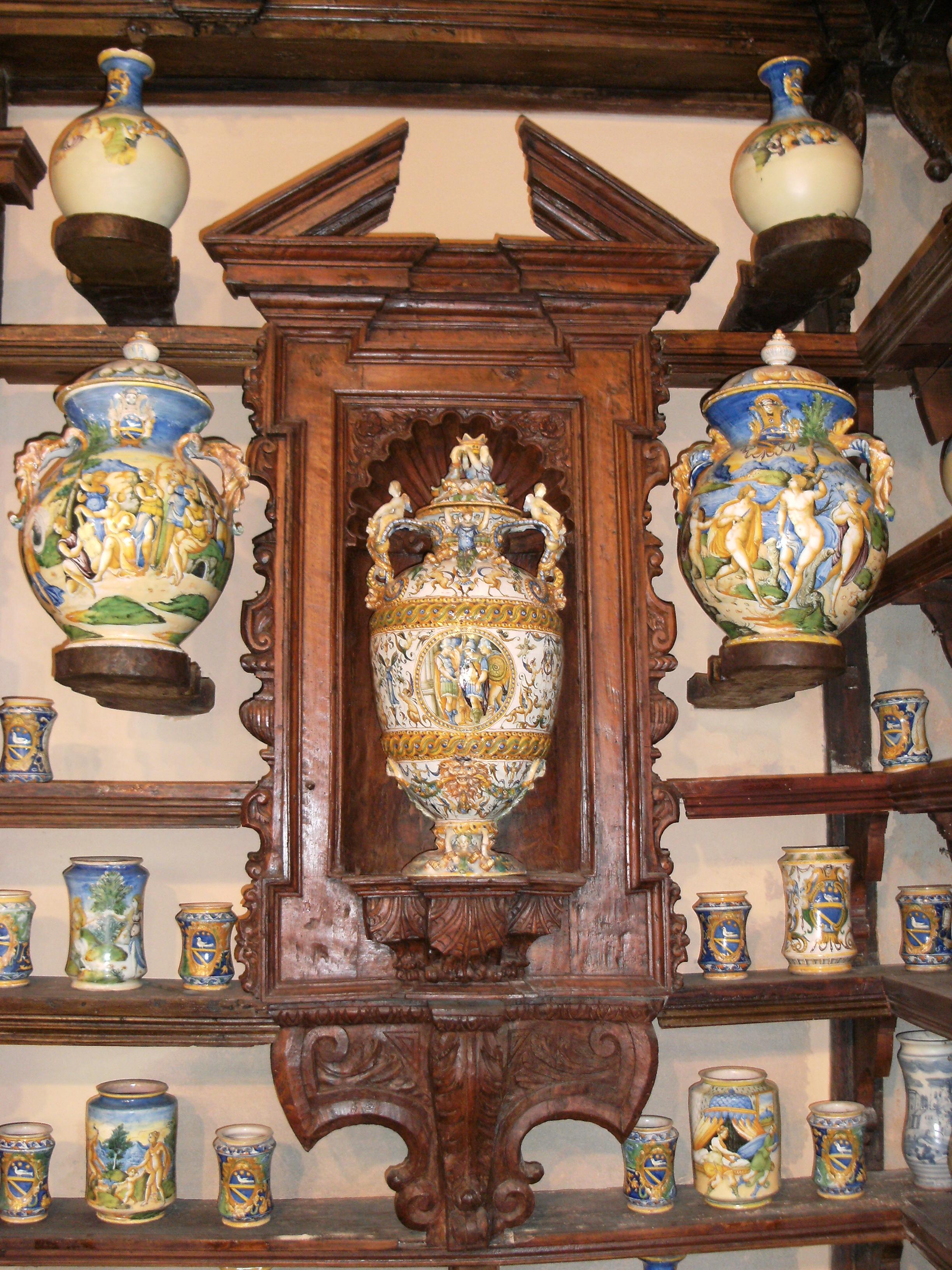 Roccavaldina: antica farmacia (1600)