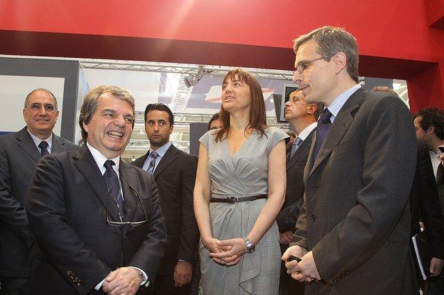 Il Ministro per la Pubblica Amministrazione e l'Innovazione, On. Renato Brunetta e il Presidente della Regione Lazio, Renata Polverini in visita allo stand della Regione Siciliana