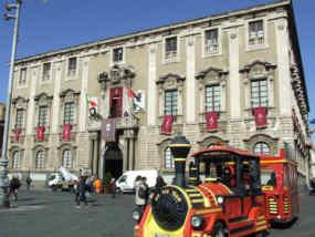 Trenino turistico in Piazza Duomo
